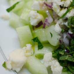 Salade de concombre au Roquefort et à l'oignon rouge