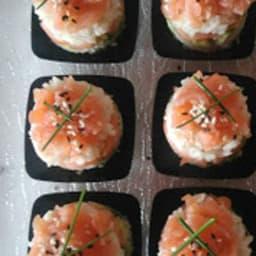 Mini sushi cake saumon fumé avocat