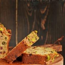 Cake aux dattes, pistaches et à l'orange