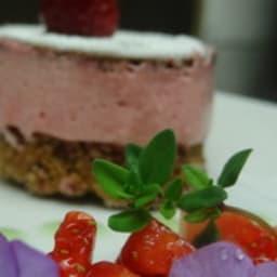 Sablé croustillant, mousse framboise, Matignon de fraise balsamique et thym citron