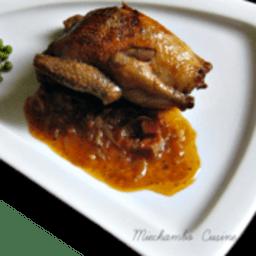 Pigeonneaux rôtis aux oignons, garniture à la coriandre et au citron