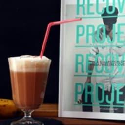 Milkshake chocolat-banane et mousse de coco chaude