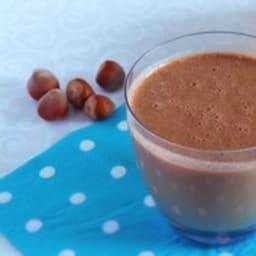 Smoothie à la banane, cacao cru et quinoa germé