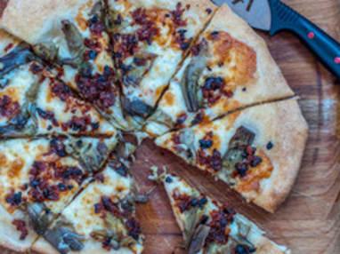 Pizza aux artichauts frais