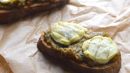 Bruschette aux Aubergines sous huile, Chèvre et Myrte citronnée
