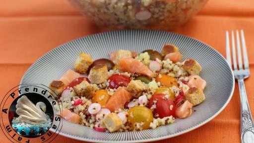 Salade complète Quinoa, crudités, saumon, croûtons chèvre Tipiak
