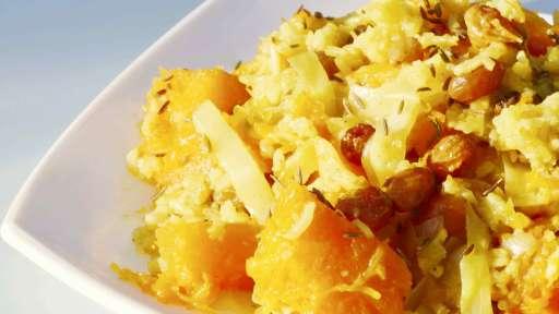 Curry de courge, chou, raisins et riz basmati