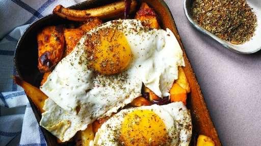 Légumes rôtis, œufs et yaourt au zaatar