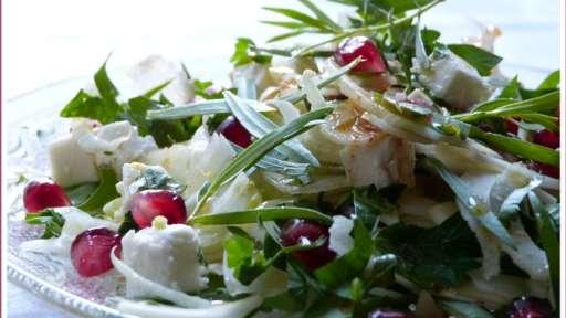 Fenouil, féta, estragon et grains de grenade, en salade croquante