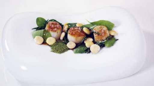 """Saint-Jacques, lupins et salicornes, sauce """"passion"""""""