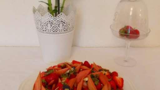 Tarte fraise rhubarbe et amande de Claire Heitzler