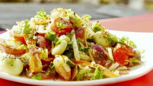 Salade composée alcaline d'été «spéciale belle peau»