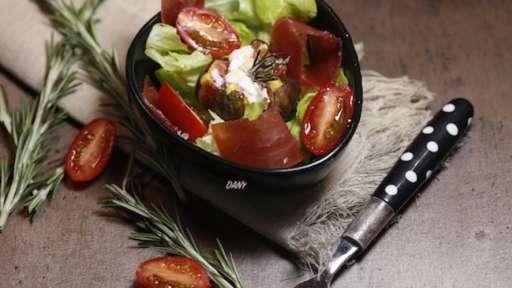 Petite salade de figues rôties au chèvre et huile de noisette