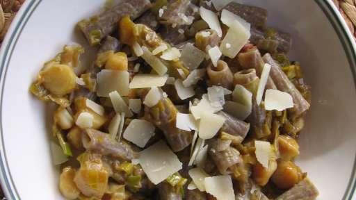 Tortiglioni aux noix de Saint-Jacques, poireaux et parmesan