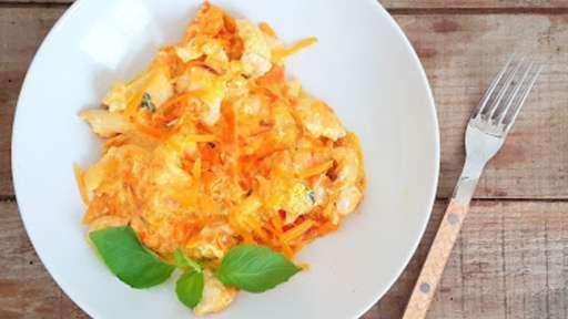 Poêlée de poulet, carottes et mimolette