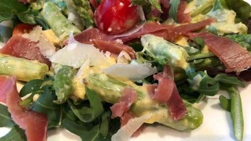 Salade de mesclun asperges jambon serrano