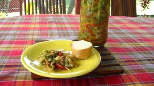 Conserves d'achards aux légumes de saison, à l'ancienne