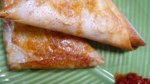 Briouats au confit de poivrons et pignons dorés