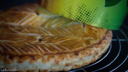 Galette des rois frangipane, pommes caramélisées et caramel au beurre salé
