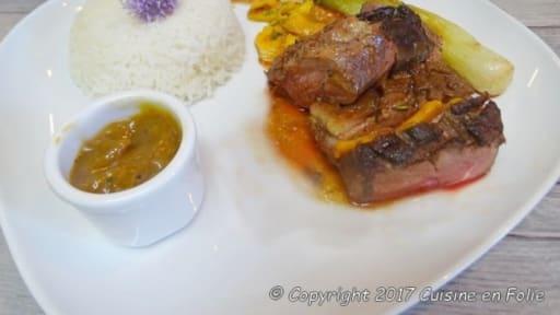 Rôti de magrets de canard à la mangue et au romarin, chutney de mangues