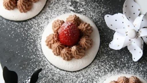 Mousse au chocolat sur sa meringue