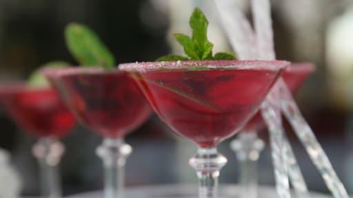 Cocktail Sans Alcool Facile Et Rafraichissant A L Hibiscus