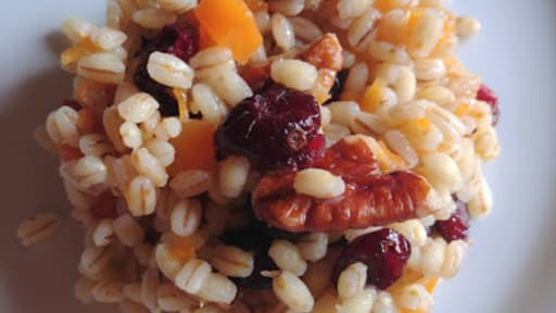 Salade orge, courge, cranberries, sirop d'érable