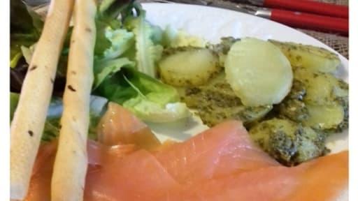 Pommes de terre au pesto et saumon fumé
