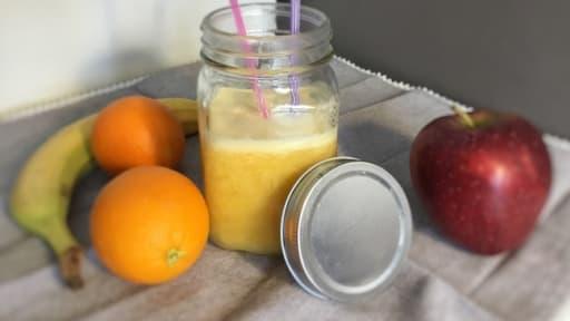 Jus De Fruits Frais Oranges Pommes Banane A L Extracteur De Jus
