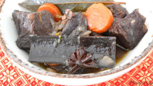 Daube de bœuf au vin rouge et aux épices