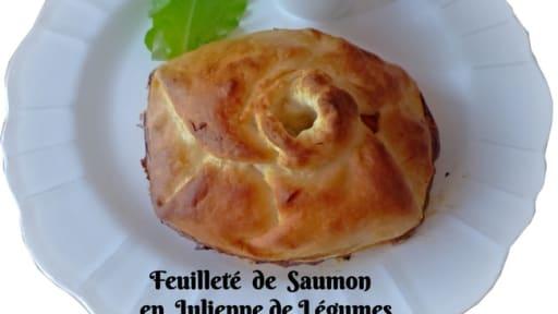 Feuilletés de saumon en julienne de légumes et sa sauce à l'oseille