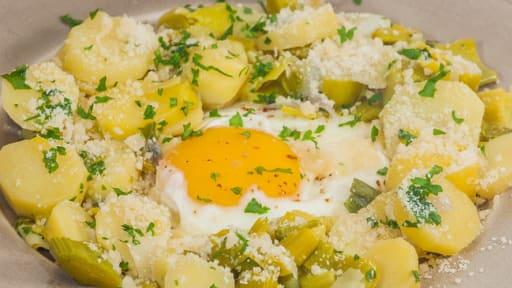 Poêlée de poireaux et pommes de terre aux oeufs