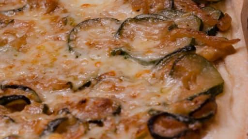 Pizza aux courgettes et aux oignons