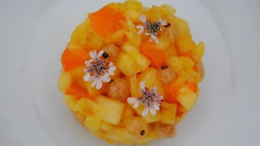 Tartare d'ananas, groseilles blanches et abricots