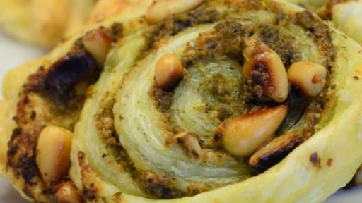 Feuilletés au pesto, au parmesan et aux pignons de pin