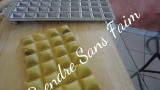 Raviolis au poulet et champignons de Paris
