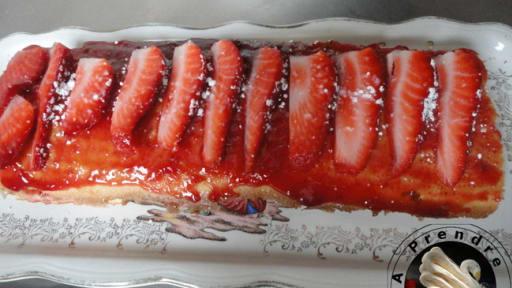 Roulé à la confiture de fraises