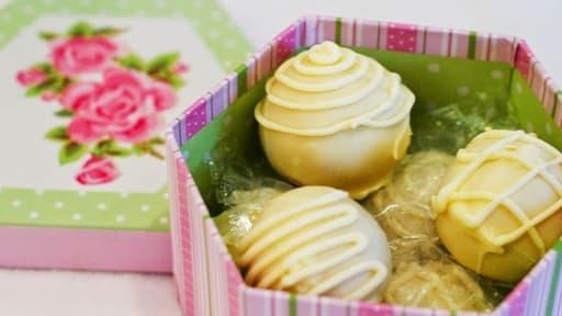 Cake Balls Boules De Gateau Fourrees A La Framboise Decor