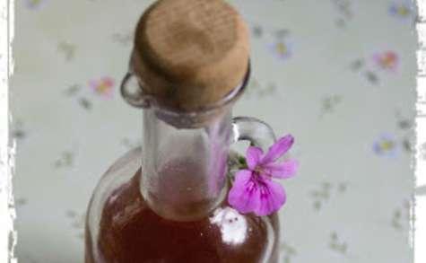 Vinaigre de fraises et géranium à ma façon