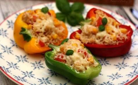 Poivrons farcis au riz, poulet, tomates et maïs