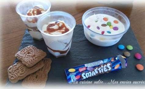 Glace façon Sunday aux Smarties spéculoos et cookies