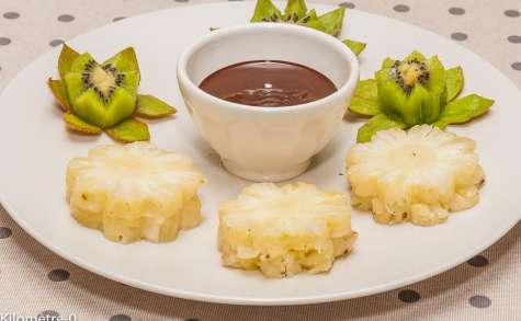 Fondue au chocolat à l'ananas et au kiwi
