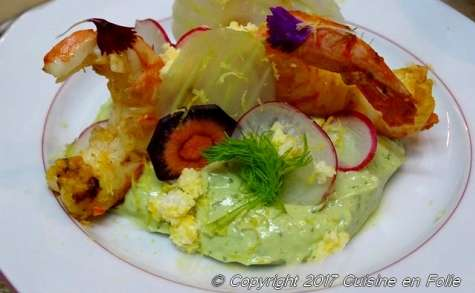 Crevettes géantes de Patagonie au curry, mayonnaise d'avocat, gingembre et coriandre sur fond de tarte sablée