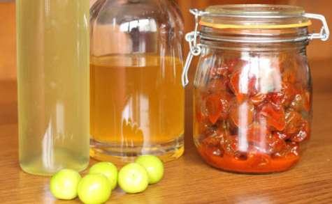 Sirop, alcool et pickles de prunes vertes à la coréenne