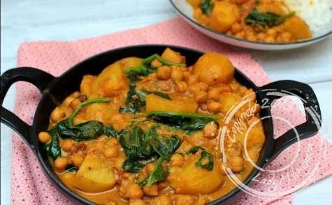 Curry de pommes de terre, pois chiches et épinards