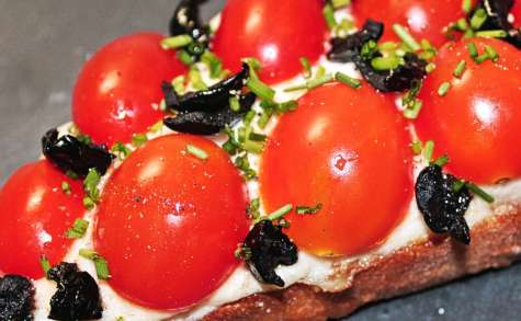 Bruschetta : Brandade de Morue, Tomates et Olives