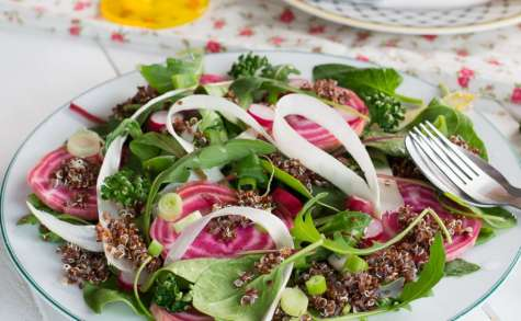 Salade printanière au quinoa, asperges et radis