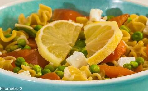 Salade de pâtes truite fumée, pois et feta