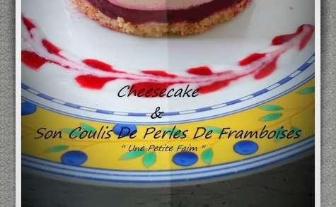 Cheesecake et son coulis de perle de framboises