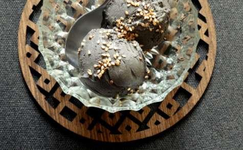 Crème glacée au sésame noir